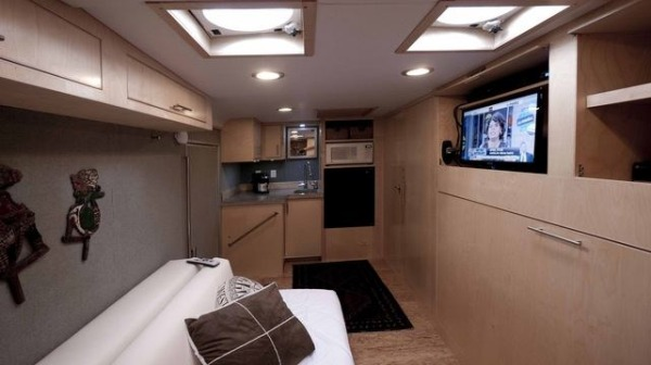 cargo-trailer-turned-to-transforming-stealth-tiny-house-003-600x336